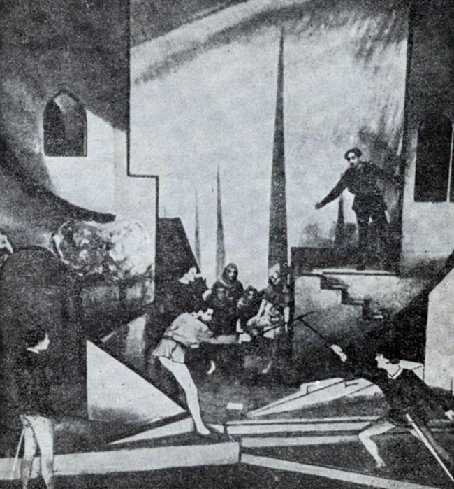 Сцена из спектакля 'Ромео и Джульетта' В. Шекспира. Постановка Ж- Питоева. Театр Елисейских полей. 1937 г.