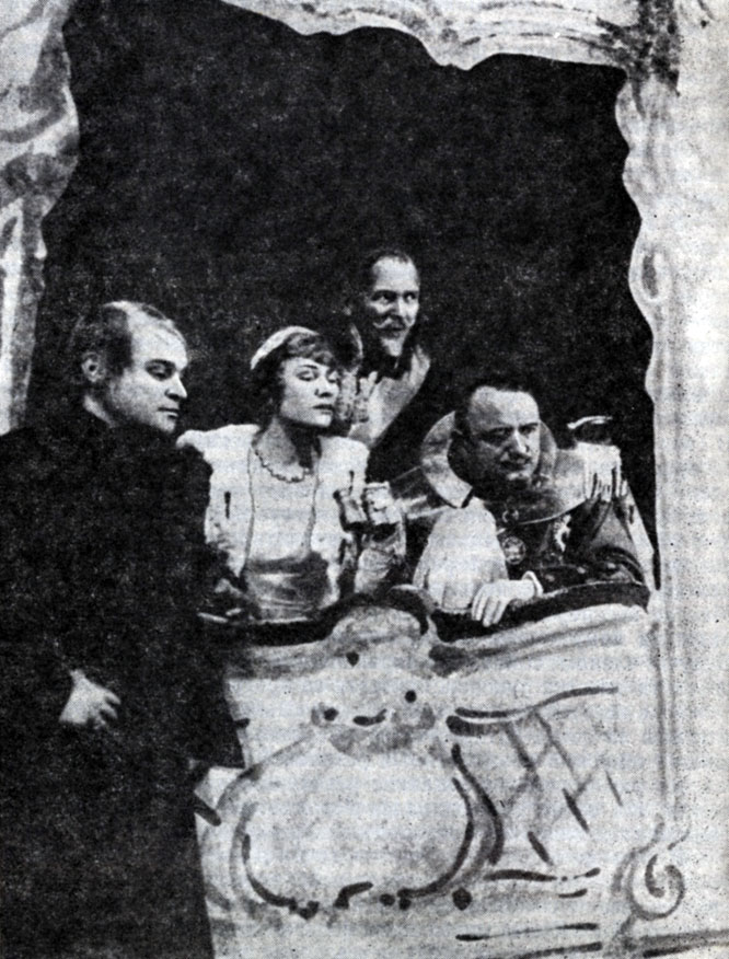 Сцена из спектакля 'Гамлет' В. Шекспира. Гамлет - Фриц Кортнер. Постановка Л. Йесснера. Штаатстеатер (Берлин). 1926 г.