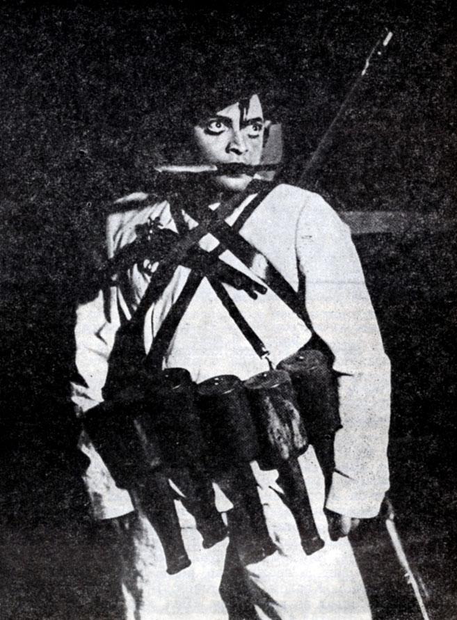 Петер Лорре в роли Гэли Гея. 'Что тот солдат, что этот' Б. Брехта. Штаатстеатер (Берлин). 1931 г.